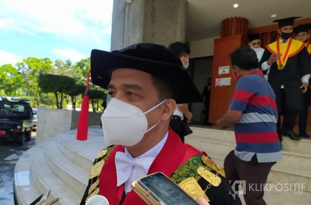 Rektor Universitas Andalas Prof. Yuliandri
