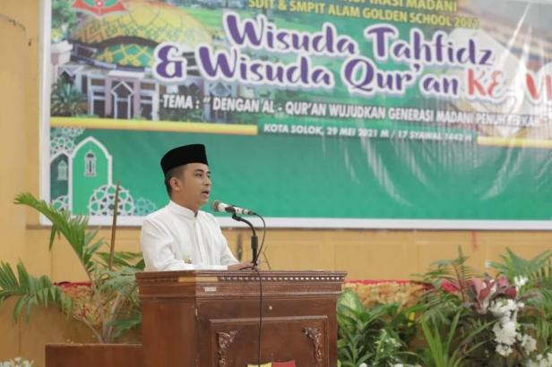 Wakil Wali Kota Solok, Dr. Ramadhani Kirana Putra mengapresiasi wisuda Tahfiz Golden School