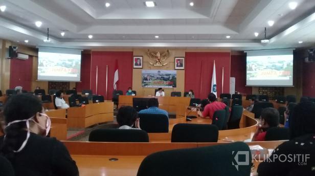 Press conference di rektorat UNP terkait wisuda virtual