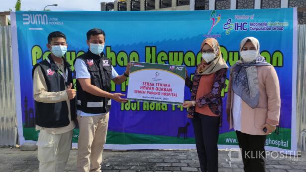 Yayasan Semen Padang dan SPH memberikan bantuan hewan kurban dalam rangka peringatan Idul Adha 1442 Hijriah