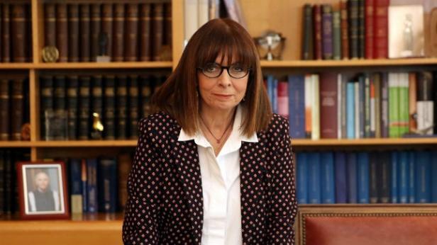 Katerina Sakellaropoulou Presiden Perempuan Yunani