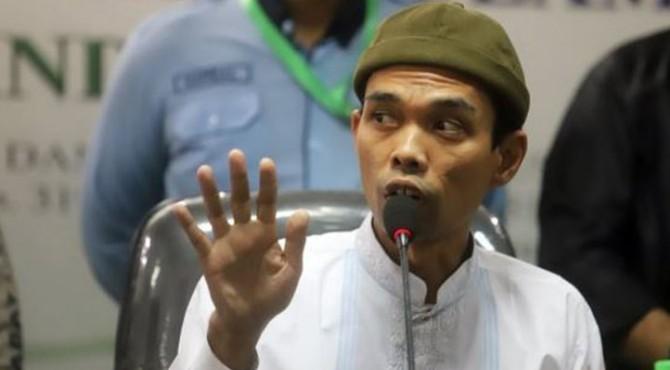 Ustaz Abdul Somad memberikan keterangan pers di Kantor MUI, Jakarta, Rabu (21/8)