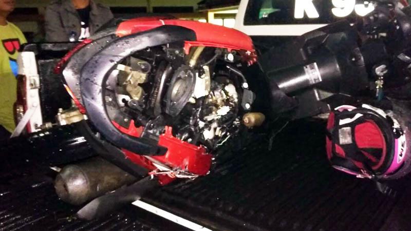 Sepeda motor yang digunakan oleh korban terlihat rusak berat.