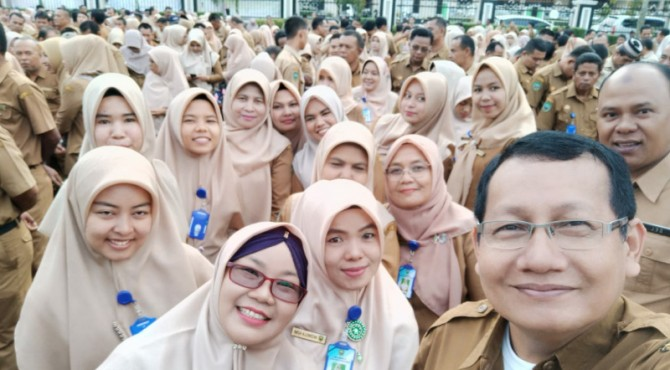 Keceriaan wajah-wajah Aparatur Sipil Negara (ASN) Sekretariat Dewan Kabupaten Pasaman