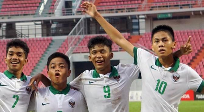 Rendy Juliansyah bersama rekannya saat kualifikasi Piala Asia U16 di Bangkok