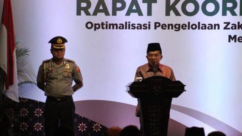 Wakil Presiden, Jusuf Kalla saat memberikan sambutan dalam pembukaan Rapat Koordinasi Nasional (Rakornas) zakat di Surakarta, Jawa Tengah, Senin (4/3/2019) malam.