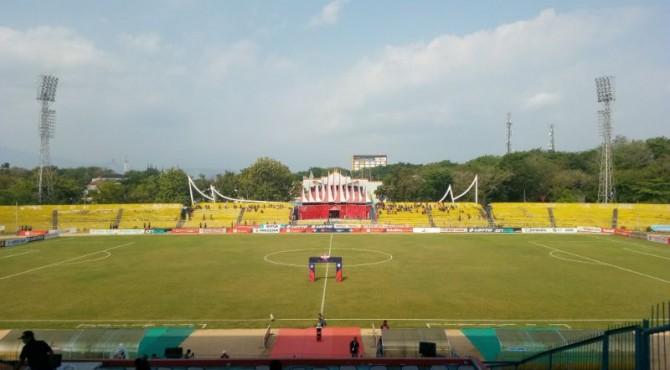Semen Padang FC kontra Persela