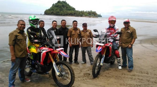 Peluncuran dan Test Ride CRF 250 Rally di Pantai Air Manis, Padang