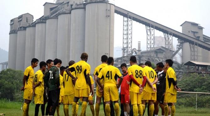 Semen Padang FC Latihan di Lapangan Galatama Semen Padang Dipimpin Pelatih Kepala Nil Maizar