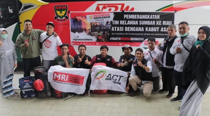 Lembaga Kemanusiaan Aksi Cepat Tanggap (ACT) dan Masyarakat Relawan Indonesia (MRI) Sumatera Barat mengirimkan 10 relawan ke Riau