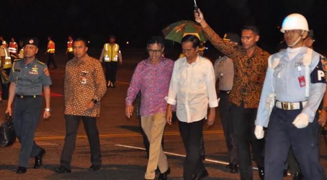 Kedatangan orang nomor satu Indonesia itu disambut langsung oleh Gubernur Sumbar Irwan Prayitno
