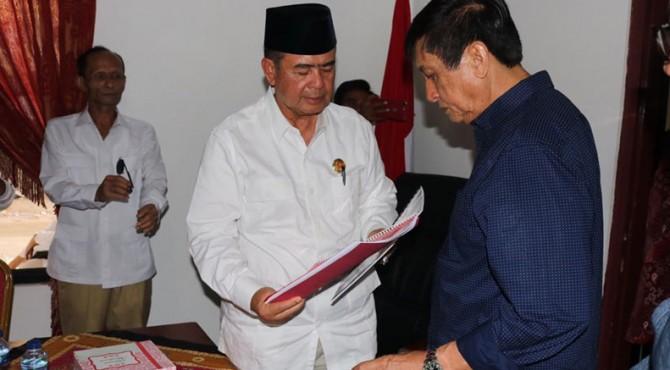 Nasrul Abit serahkan berkas pendaftaran ke Partai Gerindra, Jumat (15/11/2019)