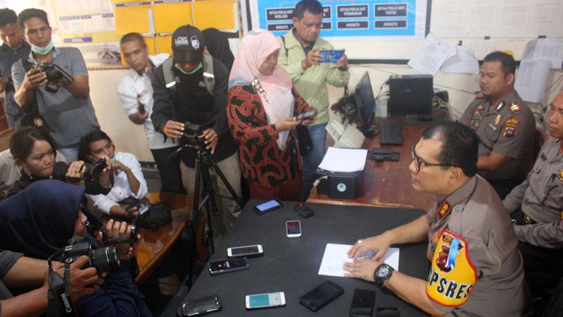 Kapolres Bukittinggi AKBP Arly Jembar Jumhana paparkan pengungkapan kasus jambret di Bukittinggi, Rabu (31/07/2019)