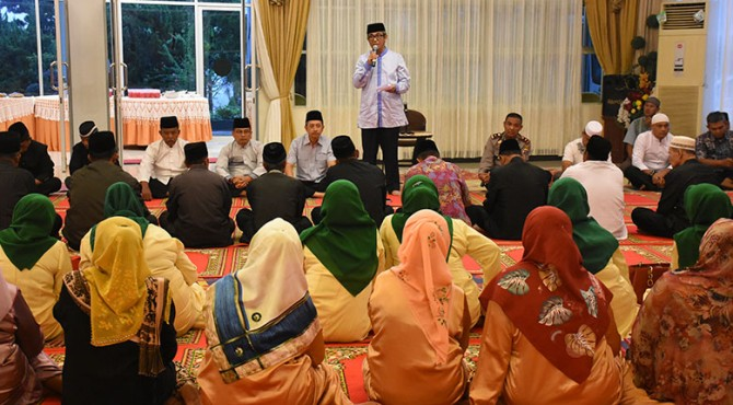 Manajemen PT Semen Padang mengadakan silaturahmi dan buka puasa bersama dengan Kerapatan Adat Nagari (KAN), Bundo Kanduang, Muspika dan Tokoh Masyarakat Lingkungan di Wisma Indarung, Rabu, 15 Mei 2019