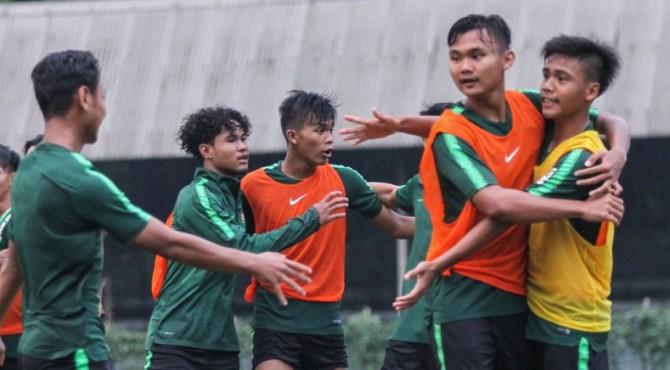 Pemain Timnas Indonesia U-19 saat melakukan internal game