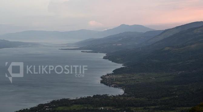 Lanskap Danau Singkarak dari Puncak Payo Rapuih