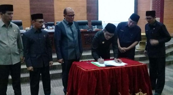 Pemerintah Provinsi dan Dewan Perwakilan Rakyat Daerah (DPRD) Sumatera Barat mengesahkan Anggaran Pendapatan dan Belanja Daerah (APBD) 2020 sebesar Rp 7,3 triliun