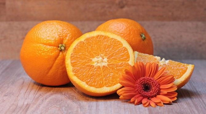 Kandungan vitamin C di dalam jeruk bersifat antioksidan, sehingga dapat menjadi perawatan anti-aging buat kulit.