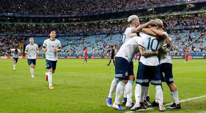 Selebrasi para pemain Argentina.