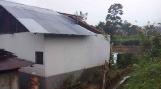 Salah Satu Rumah Masyarakat di Sungaipua Yang Terdampak Badai