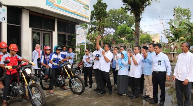 Deklarasi Same Day Service di ULP Bukittinggi oleh GM PLN Bambang Dwiyanto, Selasa (21/5)