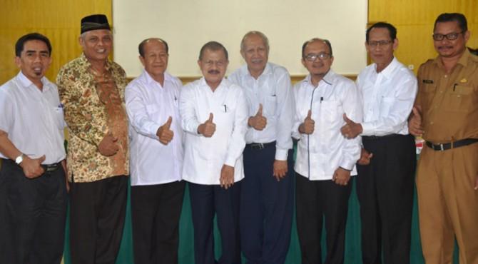 Bupati Padang Pariaman saat bersama Rektor I, II Ketua serta anggota Senat Universitas Islam Negeri Imam Bonjol (UIN IB) Padang usai promosikan lahan Tarok City