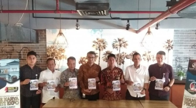 Tim Wandie Karya Properti Expo di Transmart Padang