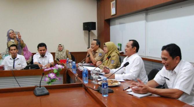 Wakil Walikota Solok Reinier didampingi Asisten Bidang Ekonomi Jefrizal saat pertemuan dengan Pemko Depok