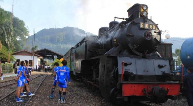 Lokomotif uap yang lebih populer disebut Mak Itam di Kota Sawahlunto