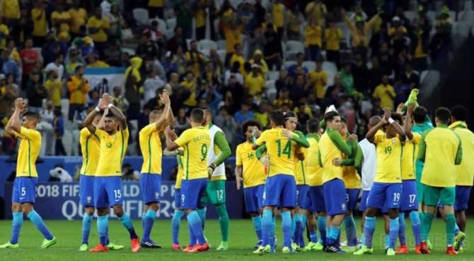 Selebrasi para pemain timnas Brasil usai dipastikan lolos ke Piala Dunia 2018.