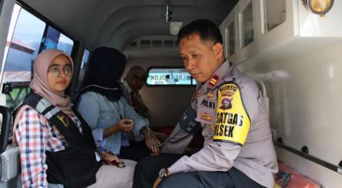 Tim Dokes Polres Solok Arosuka Periksa kesehatan Personil Pengamanan Pemilu