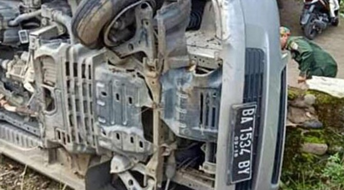 ambulans bernopol BA 1534 BY yang membawa jenazah terbalik di Base Camp, Nagari Kinali, Kecamatan Kinali, Kabupaten Pasaman Barat, Selasa (10/12/2019) pagi sekitar pukul 08.30 WIB.