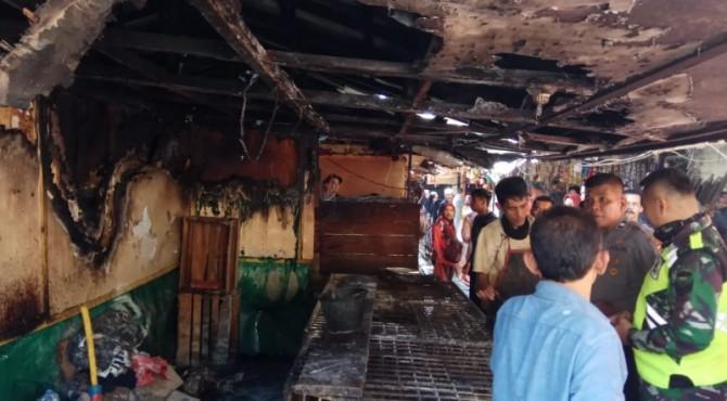 Kondisi kebakaran di loas ayam Pasar Bawah Bukittinggi