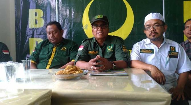 Pertemuan Partai Bulan Bintang di Padang terkait kasus calegnya yang diduga berbuat cabul.
