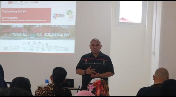 Kepala BEI Padang, Early Saputra saat memberikan pemaparan dihadapan calon investor beberapa waktu lalu