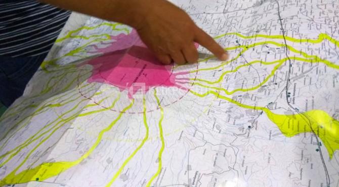 Aliran sungai (warna kuning) di peta kawasan Gunung Marapi