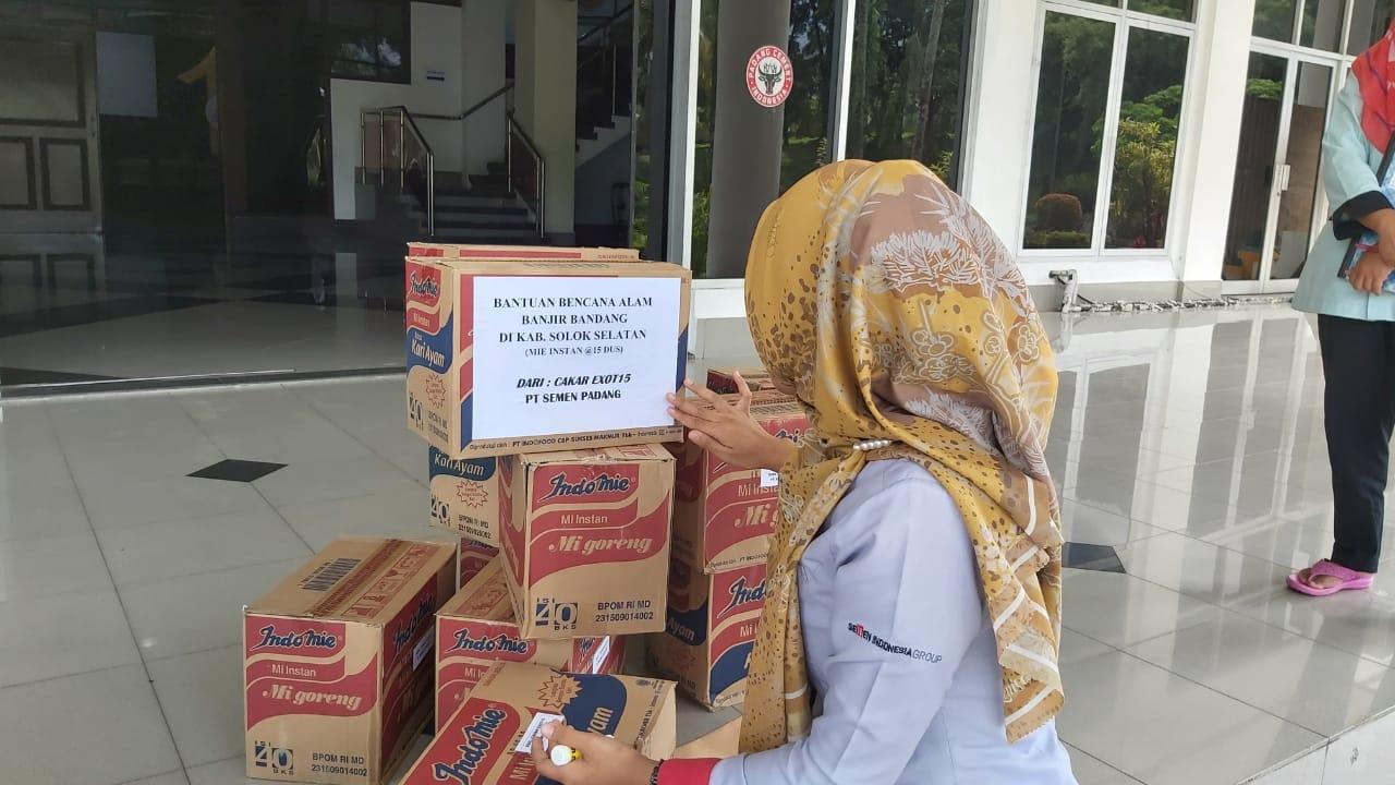 EXOTI5 bantu korban banjir bandang Solsel