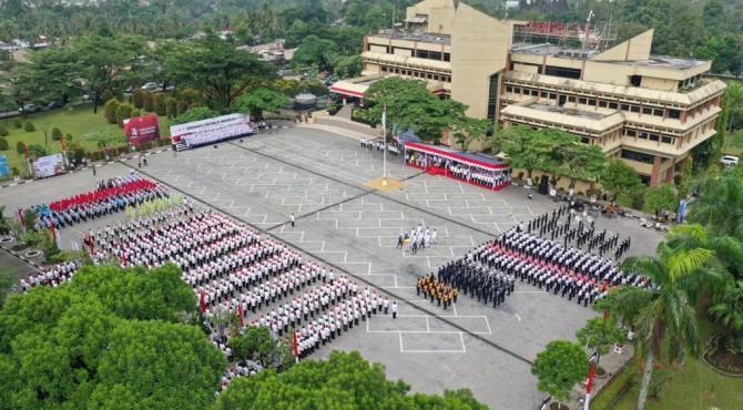 Suasana Upacara HUT Kemerdekaan RI ke-74 di Plaza Kantor Pusat PT Semen Padang