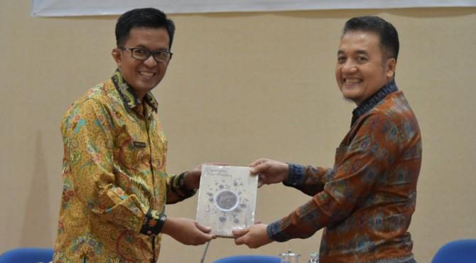 Wawako Payakumbuh, Erwin Yunaz bersama Kepala Divisi Sistem Pembayaran Pengelolaan Rupiah, Logisik Dan Administrasi Bank Indonesia Perwakilan Sumbar, Rihando