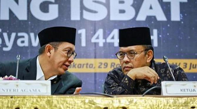 Menag LHS (kiri) berbincang dengan Ketua MUI Yusna Yusuf sesaat usai Sidang Isbat 1 Syawal 1440H