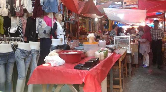 Pedagang di Pasar Raya Solok