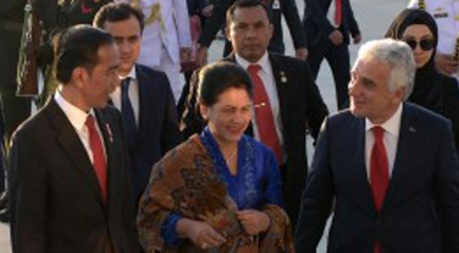 Presiden Joko Widodo dan Ibu Negara Iriana Joko Widodo tiba di Ankara, Turki, Rabu (5/7) petang waktu setempat
