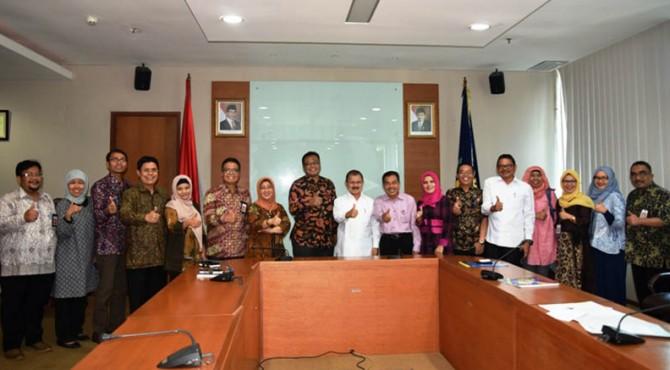 Foto bersama setelah presentasi Bupati Ali Mukhni dan Kepala LAN RI usai penyepakatan kesepakatan pembangunan