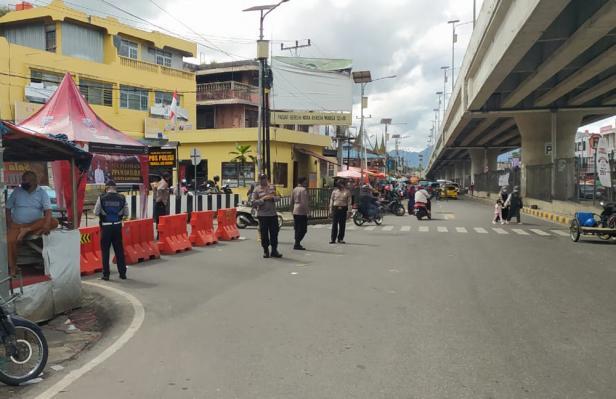 Penyekatan di kawasan Jalan Bypass Aur Kuning Bukittinggi