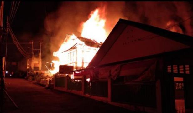 Kebakaran di dekat Pasar Maninjau