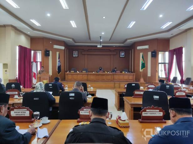 Sekda Rida Ananda menyampaikan tanggapan Wali Kota Payakumbuh terkait 3 Ranperda Usulan dari DPRD Payakumbuh