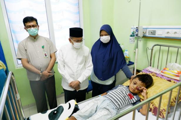 Penyakit langka kanker Neuroblastoma yang diderita Abimayu Febriyon, balita asal Talawi, Kota Sawahlunto mendapat perhatian serius Darul Siska, anggota DPR RI asal Sumatera Barat, yang langsung mendatangi RSUP M. Djamil Padang tempat balita 8 tahun ini menjalani pengobatan.