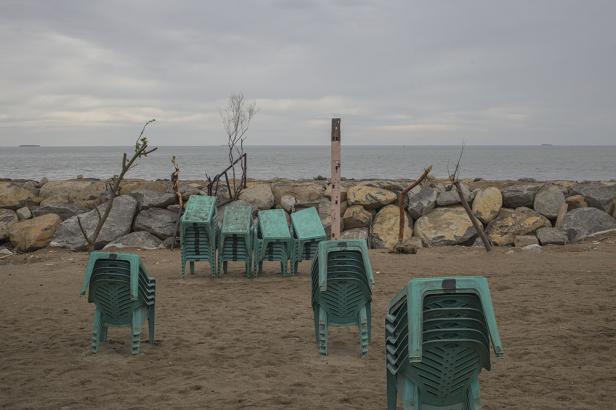 Pantai Padang dalam keadaan sepi tanpa pengunjung