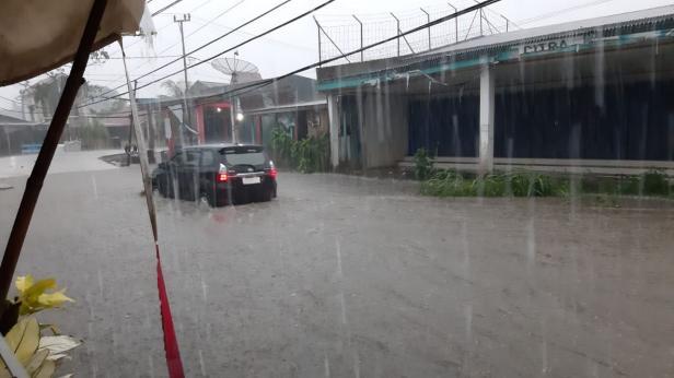 Banjir yang melanda Kota Padang pada Kamis sore, 9 Januari 2020