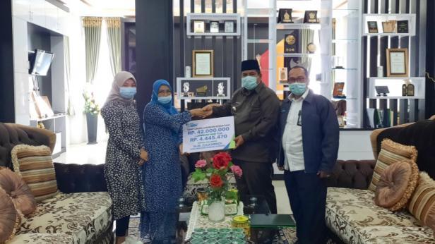 BPJamsostek Padang Pariaman membrrikan santunan dari manfaat program JKM kepada ahli waris dari peserta